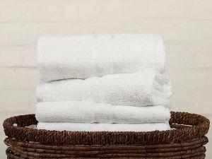 Do kúpeľní či bazénov kvalitné uteráky a osušky Profod, | osuška biela, rozmer 70x140 cm., uterák biely, rozmer 50x100 cm.