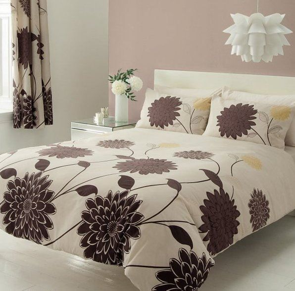 Kvalitné krepové obliečky s veľkými hnedými kvetmi Valerie béžová, Petr Smolka
